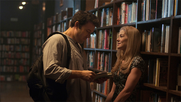 gone-girl-ben-affleck-rosamund-pike-bookstore-620